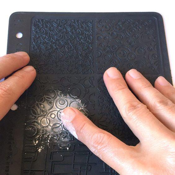 наносим присыпку на текстурный лист